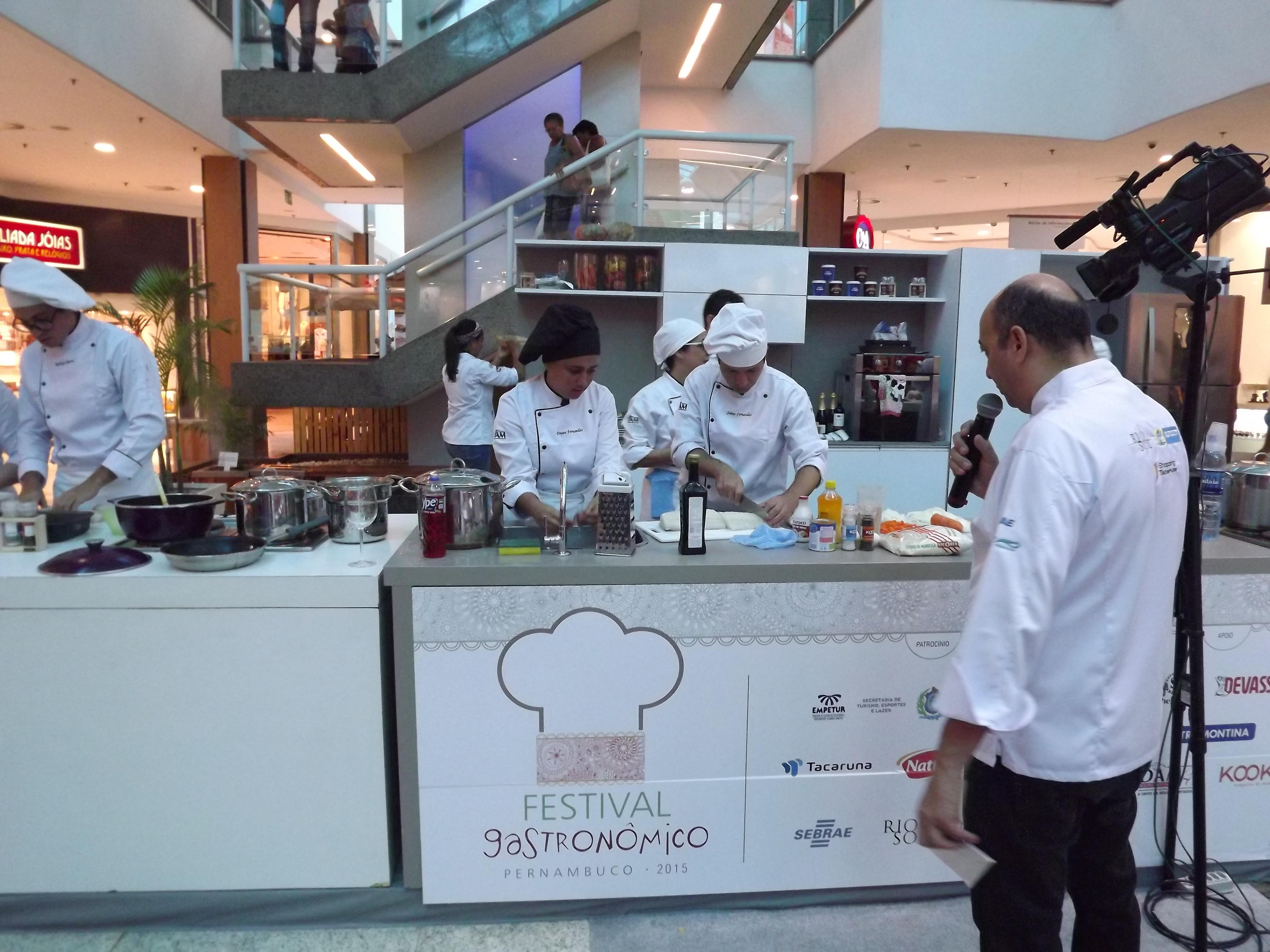 Alunos Do Curso De Gastronomia Da Faculdade Metropolitana Levam O 3