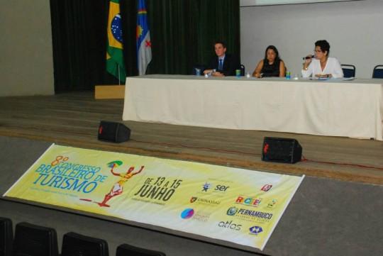 Coordenadora da Escola de Hospitalidade preside mesa no 8o Congresso Brasileiro de Turismo